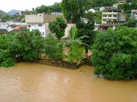 Chuvas causam grandes estragos em Carangola