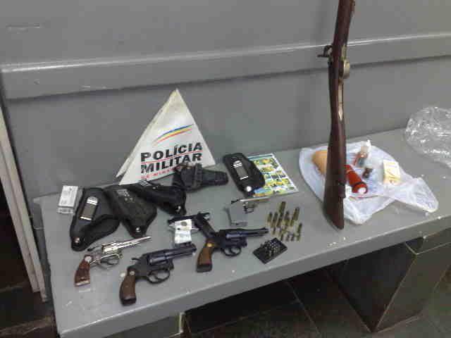 75ª Cia da Pm apreende armas de fogo em fazenda de Carangola.