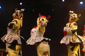 a-vaquinha-lele-03-vacas-dancando-300dpi3
