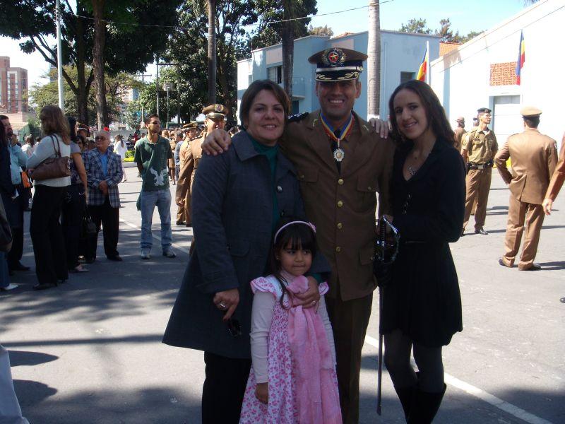 Major Alexander Ferreira de Magalhães condecorado com a medalha Alferes Tiradentes da PMMG