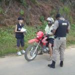 Policia Militar realiza campanha de trânsito em Carangola.