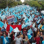 Governo de Minas admite demissão de professores grevistas