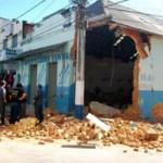 Galpão desaba em cima de 2 duas pessoas em Manhuaçu