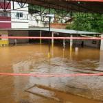 Chuva desaloja moradores em Manhumirim