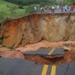Trânsito completamente interrompido na rodovia Alegre x Guaçuí
