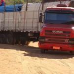 Manhumirim - Prefeitura e SAAE recebem nova carga de tubos para adução de água.