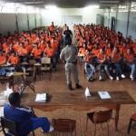 Policial Militar de Carangola e Diretora da Escola Polivalente ministram Palestras para Recrutas da Guarda Mirim Carangolense.