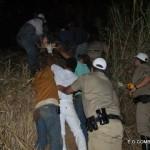 Policia  Rodoviária Estadual de Carangola com ajuda de populares ajuda a resgatar  vítima  de  acidente  em abismo.
