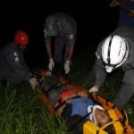 Onibus cai em ribanceira na BR 116 e deixa 16 feridos.