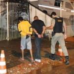 PM de Fervedouro apreende mais de 2 kg de maconha. Dois homens foram presos.