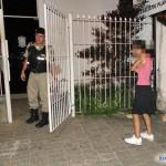 Carangola - Mulher é presa com rádio que havia sido furtado da viatura da polícia em 2010.