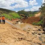 Obra do Mineroduto está assoreando o Ribeirão São João e poluindo a água que a população Tombense consome.