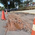 Manhuaçu - Operação tapa buraco. (Carangola podia seguir o exemplo)