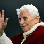 Papa Bento 16 anuncia renúncia ao pontificado.