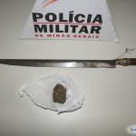 PM de São Francisco do Glória apreende punhal e maconha e prende dois homens.