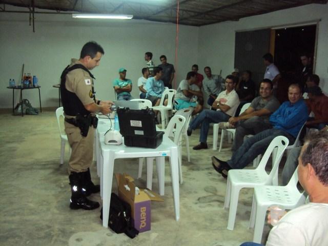 Policia Rodoviária Estadual de Carangola realiza palestra no Divino.