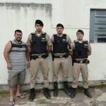 FERVEDOURO-Policia Militar apreende suspeito por porte ilegal de arma.