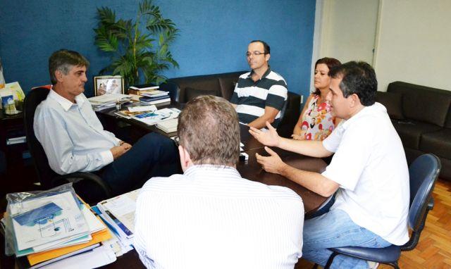 Prefeito Nailton Heringer recebeu representantes da Fundação Hemonias em seu Gabinete para renovação do convênio