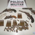 Armas e munições são encontradas em residência em São Francisco do Glória.