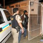 Motociclista armado é preso em Divino