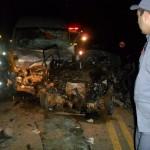 Dois policiais e três passageiros morrem em acidente.