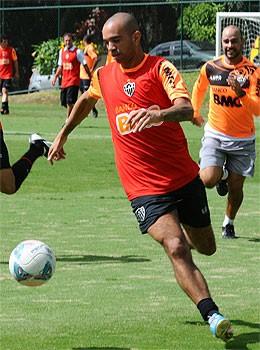 Diego Tardelli de volta ao time titular.