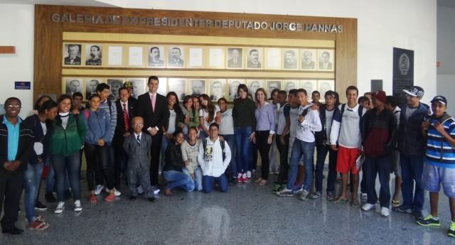 Alunos da EE São Vicente de Paulo conheceram as dependências da Câmara de Vereadores e participaram de sessão legislativa.