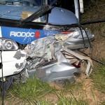 Cinco pessoas de uma mesma família morrem em colisão entre carro e ônibus na BR-116