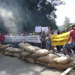 CAFEICULTORES fecham novamente as duas principais rodovias da região.