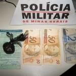 Motociclista sem carteira é detido com cocaína em Divino.