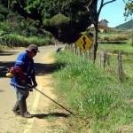 DER-MG inicia limpeza da rodovia Luisburgo – Manhuaçu.