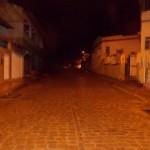 Postes com lâmpadas queimadas na rua Domingos Guarino, Prefeitura diz que não tem data para regularizar