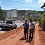 Manhuaçu-Prefeito acompanha obras do Trevo do Agricultor.
