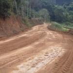 Governo de Manhuaçu melhora estradas rurais.