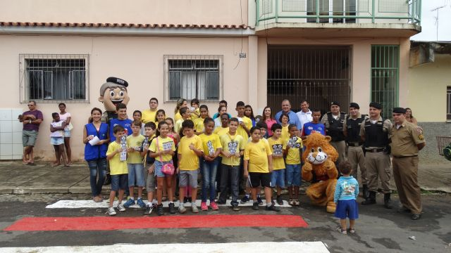 47º BPM realiza ação cívico social no Bairro Santa Terezinha.