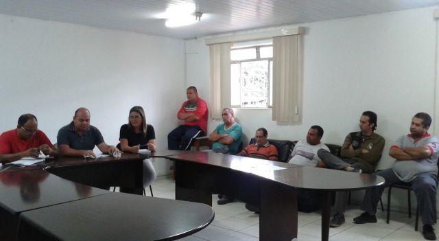 Manhumirim: reunião com motoristas do transporte escolar.
