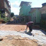 Governo de Manhuaçu calça mais uma rua do Bairro Matinhha.