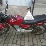 Carro clonado e moto furtada localizados pela PM.