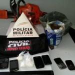 """Operação """"Antídoto"""" apreende cocaína e maconha e prende suspeitos de tráfico em Pedra Dourada."""