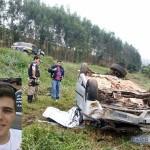 Carro sai da pista,bate em árvore e jovem Carangolense morre.