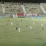 Tombense vencia por dois a zero , leva dois gols da Portuguesa em 4 minutos.