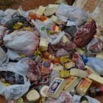 Manhuaçu-Vigilância Sanitária inutiliza mais de mil quilos de alimentos.