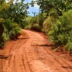 Recuperação de estradas rurais em Pedra Dourada.