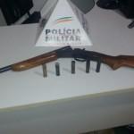 Fervedouro - Policia Militar apreende arma de fogo na zona rural.