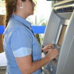 Manhuaçu - Servidores recebem pagamento referente ao mês de abril.