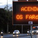 Juiz negou nesta sexta-feria recurso da Advocacia-Geral da União sobre lei que obrigava motoristas acender o farol do veículo durante o dia em rodovias.