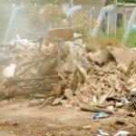 Mutirão de limpeza avança em bairros e distritos de Manhuaçu Samal e Secretaria de Obras em conjunto.
