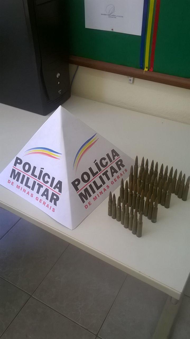 PM de Pedra Dourada apreende dezenas  de munições de grosso calibre.