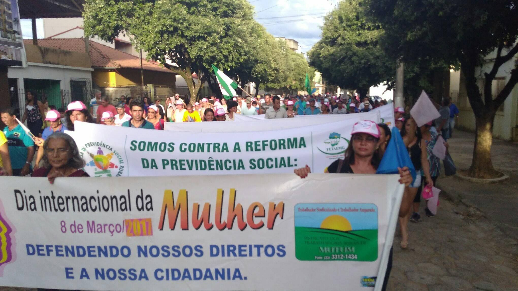 Homenagem às mulheres e manifestação contra reforma da previdência em Mutum.