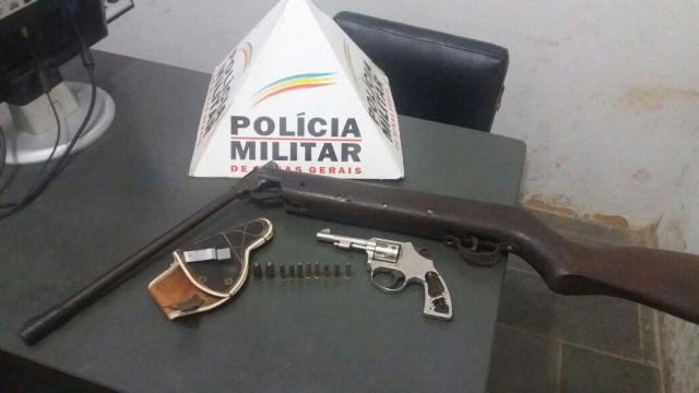 PM de Carangola apreende armas e munições na residência de cidadão que ameaçava a esposa